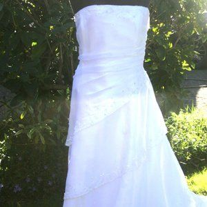 White Lace-Up Wedding Gown